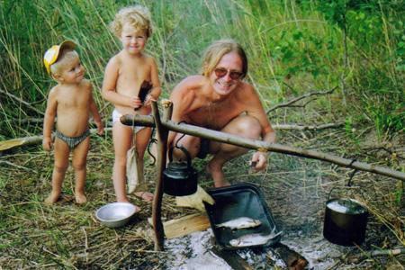 На рыбалку всей семьёй