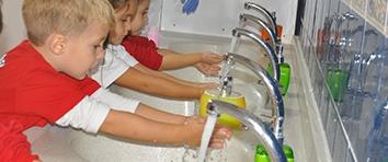 Как один мальчик научился мыть руки. Моем руки