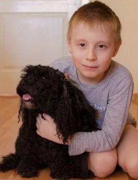 Мальчик Никита с любимой собакой